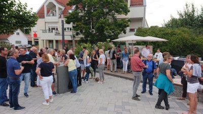 Bei sommerlichen Temperaturen haben die Besucher die Weine von Wilhelm Kern genossen.