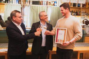 Architekt Alexander Scheel, der Geschäftsführer der Tourismus Marketing GmbH Andreas Braun und Jungwinzer Christoph Kern