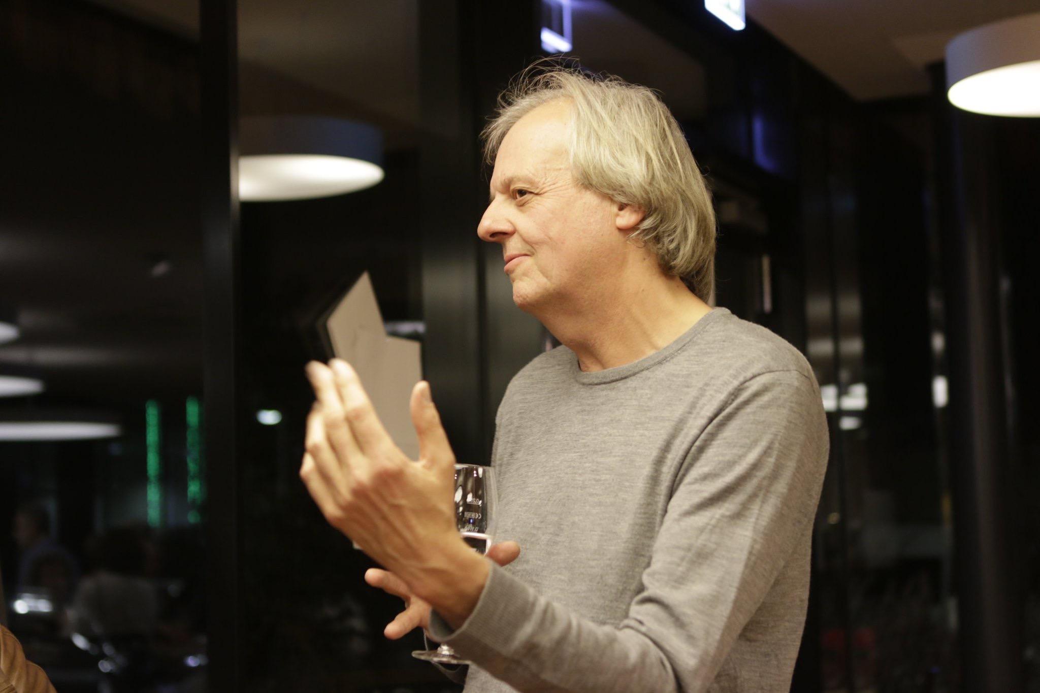 Künstler Michael Luz beim Weinsalon von Wilhelm Kern
