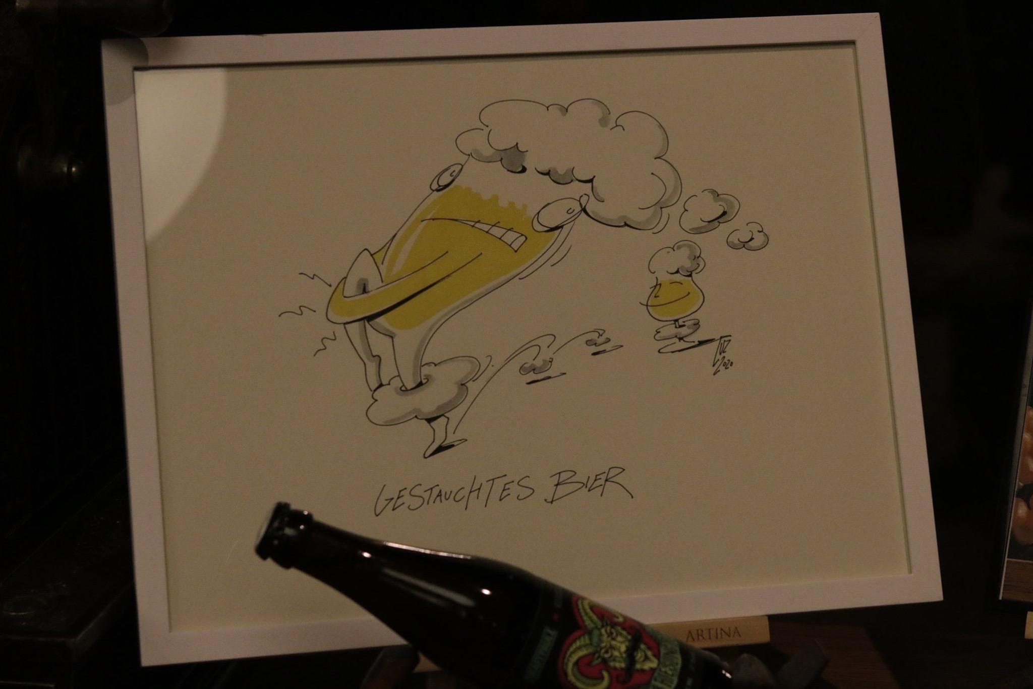 """Illustration mit dem Titel """"Gestauchtes Bier"""" von Michael Luz"""
